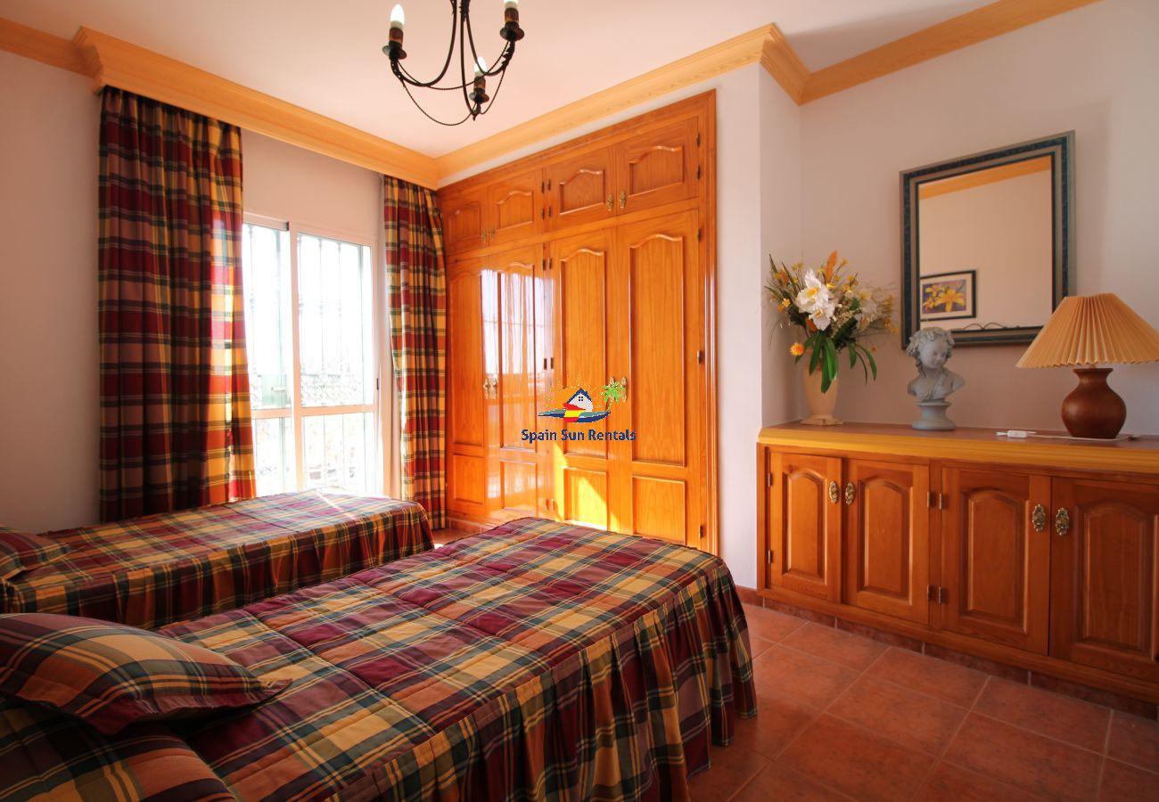 Villa in Nerja - 1073 Villa Retama (12p)